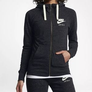 Nike woman's sweatsuit